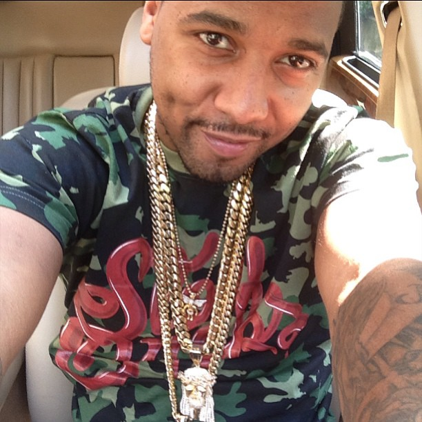 juelz-santana-slowbucks-camo-shirt-jesus-piece-angel-chain