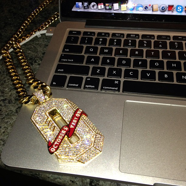 drake-octobers-very-own-ovo-o-initial-piece-pendant-cuban-link-chain