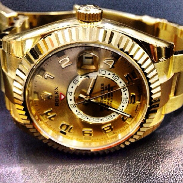 yellow-gold-rolex-sky-dweller
