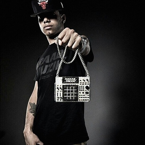 araabmuzik-wearing-mpc-chain-avianne
