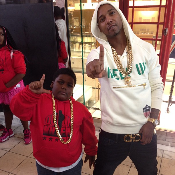 juelz-santana-slowbucks-clothing-keep-up-funnel-neck-hooded-sweatshirt-cream-ferragamo-belt-terio