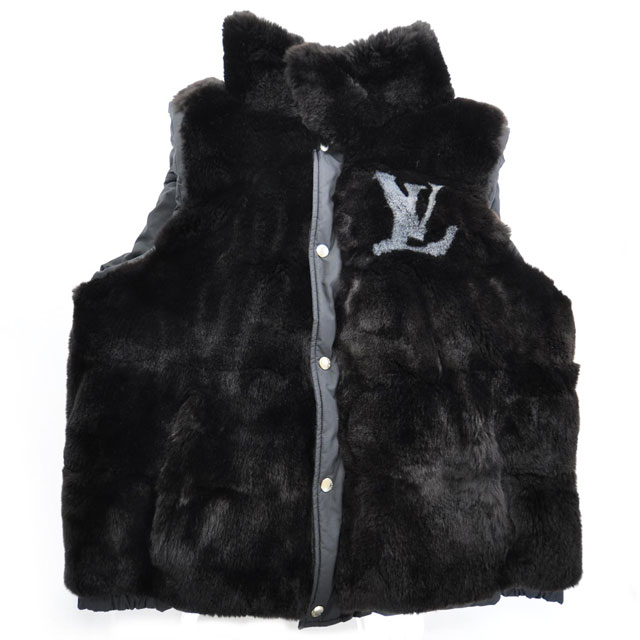 allen iverson wearing louis vuitton rabbit fur reversible vest