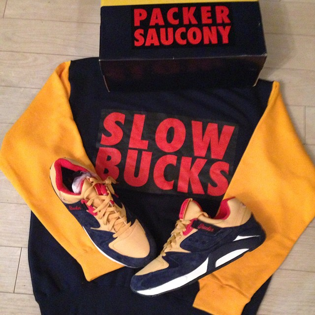 packer-shoes-saucony-grid-9000-snow-beach-slowbucks-snowbeach-sweater-hoodie