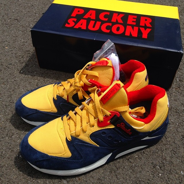 packer-shoes-saucony-grid-9000-snow-beach