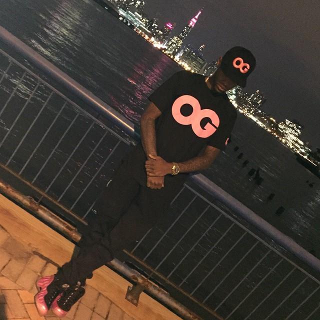 39e7272fa9 Fabolous in Vandal A OG Snapback   Shirt x Pink Foamposite