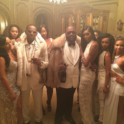 "Rick Ross featuring R. Kelly ""Keep Doin' That"" (Rich B*tch) Music Video"
