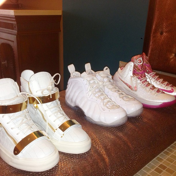 fabolous-giuseppe-zanotti-sneakers-nike-air-foamposite-white-out-breast-cancer-kd-5-aunt-pearl